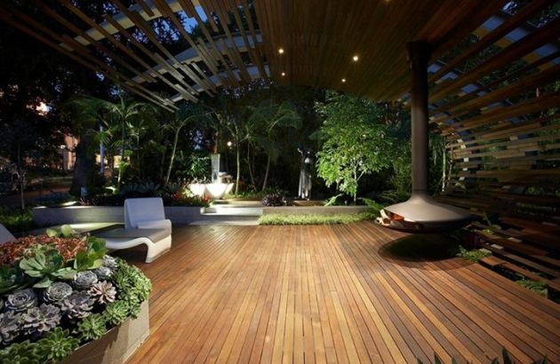 outdoor fireplace with a suspended and pivoting hearth Gyrofocus
