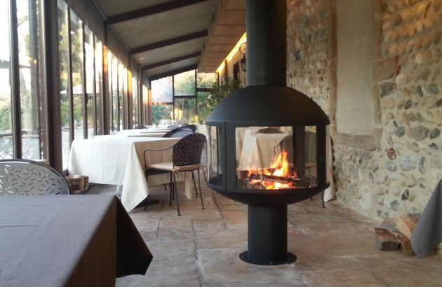 central designer fireplace AGORAFOCUS 850 on base