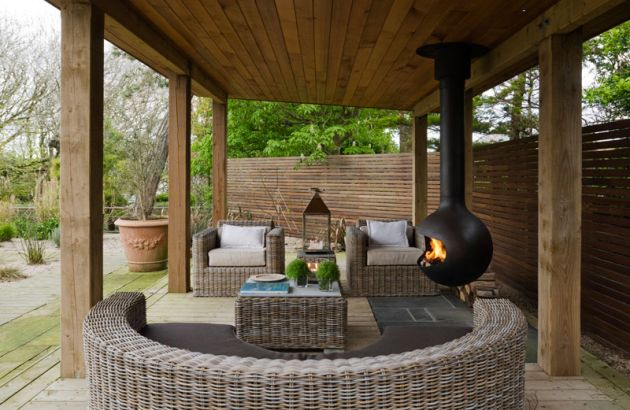 outdoor fireplace with a suspended and pivoting hearth Bathyscafocus