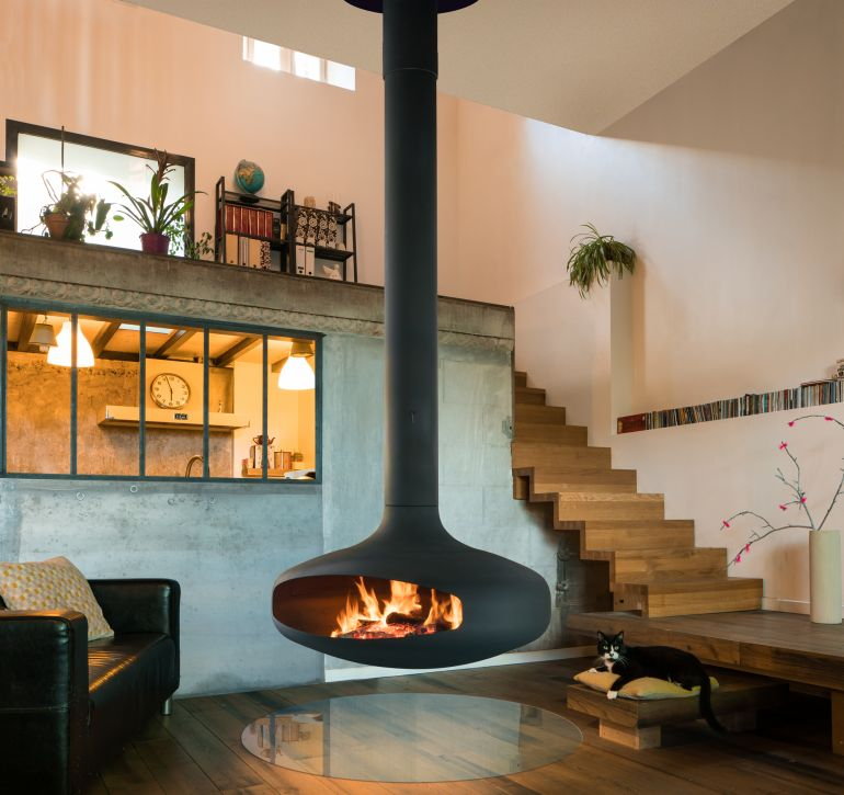 Domofocus, suspended, pivoting wood-burning fireplace | Focus
